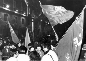 Roma, 18/05/1981. La manifestazione dei comuncisti davanti alla sede del PCI in via della Botteghe Oscure dopo la vittoria dei ''No''. ANSA/PIG-GRE