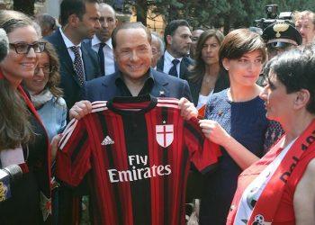 Silvio Berlusconi poses with Ac Milan t-shirt during a visit at female Milan Club in Saronno (Varese), Italy, 18 May 2015.  ANSA / MATTEO BAZZI