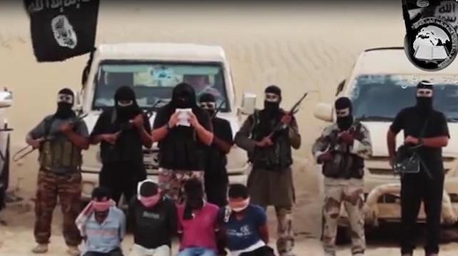 """Un frame tratto dal nuovo filmato di propaganda dell'ISIS che in un primo momento era stato rimosso da Youtube ma che poi Ë ricomparso attraverso altri account, Il Cairo, 6 Ottobre 2014.  Il video si apre con un versetto che recita: """"quelli che sono amici dei cristiani e degli ebrei facciano attenzione perchÈ in realtà sono vostri nemici"""""""