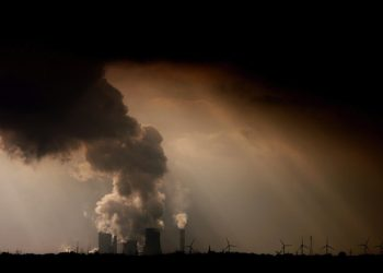 epa04736228 (FILE) A file photo dated 02 March 2012 shows steam and fumes emerging from the brown coal-fired power plant Niederaussem operated by RWE near Bergheim, Germany. Global carbon dioxide concentrations surpassed 400 parts per million in March 2015 for the first time since tracking began, a US government agency announced on 06 May 2015. The rise is largely attributed to humans burning fossil fuels, said the US National Oceanic and Atmospheric Administration (NOAA). Since pre-industrial times, global carbon dioxide concentrations have risen more than 120 parts per million, with half of that rise occurring since 1980. Carbon dioxide emissions are used as one indicator of climate change.  EPA/OLIVER BERG
