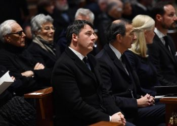 Matteo Renzi attends a mass to remember Franca Sozzani, the editor-in-chief of Vogue Italia died on 22 december 2016, at Milan's cathedral, 27 February 2017. Ansa/Daniel Dal Zennaro