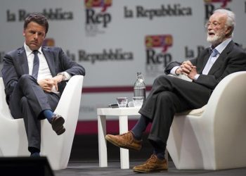 Il presidente del Consiglio Matteo Renzi (s) ed Eugenio Scalfari, ospiti alla Repubblica delle Idee all'Auditorium Parco della Musica a Roma, 11 giugno 2016. ANSA/GIORGIO ONORATI