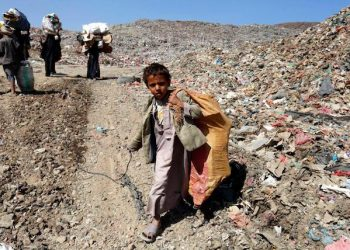 epa05842816 A Yemeni boy and women carry recyclable items at a garbage dump on the outskirts of Sanaa, Yemen, 11 March 2017. According to reports, hundreds of thousands of people in Yemen are starving and in desperate need of aid due to a two-year violent conflict between the Saudi-backed Yemeni government and the Houthi rebels, forcing many families to take their children out of school and send them to work.  EPA/YAHYA ARHAB