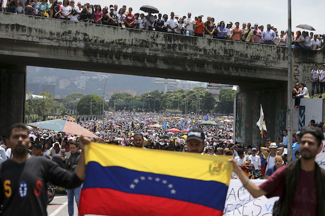 Anti-government protesters block a highway in Caracas, Venezuela, Monday, April 24, 2017. Opponents to President Nicolas Maduro shut down main roads around the country as the protest movement against his administration is entering its fourth week. (AP Photo/Fernando Llano)