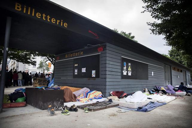 Migrants sleep rough in Paris