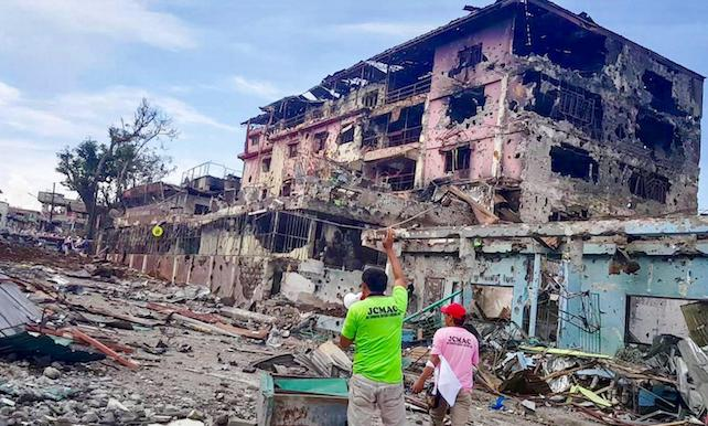 epa06012806 A handout photo made available by the Joint Coordinating, Monitoring, and Assistance Center (JCMAC) of the GPH-MILF Peace Corridor on 06 June 2017 shows damaged buildings in Marawi City, Mindanao Island, southern Philippines, 05 June 2017. According to media reports, at least 174 people have been killed in ongoing clashes between militants linked to the so-called Islamic State (IS or ISIS, ISIL) militant group and the Philippine Army in the southeastern city of Marawi. The clashes began on 23 May when a military operation failed to capture Isnilon Hapilon, the leader of the extremist group Abu Sayyaf who was being safeguarded by members of the Maute Group, both groups pledged alliance to IS. Philippine President Rodrigo Duterte declared martial law for the island of Mindanao on the same day that the conflict emerged.  EPA/GPH-MILF PEACE CORRIDOR HANDOUT  HANDOUT EDITORIAL USE ONLY/NO SALES