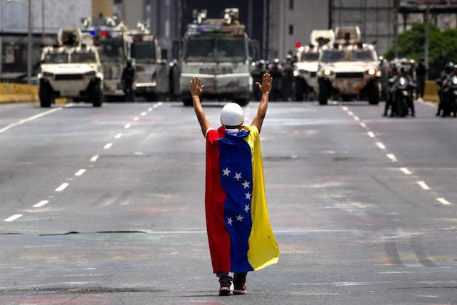 Venezuelan military police prevents opposition marchers from reaching ministry