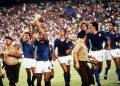 I festeggiamenti dei giocatori della nazionale italiana dopo aver battuto la Germania nella finale dei Mondiali, in una immagine dell'11 luglio 1982 allo stadio Santiago Bernabeu di Madrid. ANSA