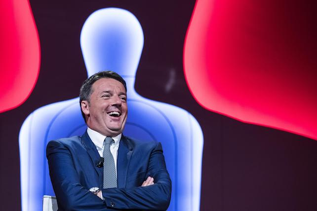 """Il segretario del Pd Matteo Renzi ospite della trasmissione di La7 """"Bersaglio Mobile"""" condotta da Enrico Mentana. Roma, 12 luglio 2017. ANSA/ ANGELO CARCONI"""