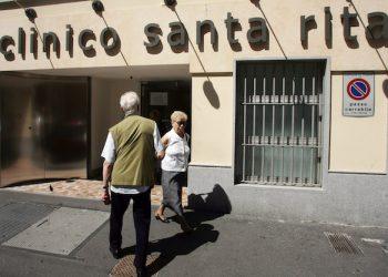 20080722 - MILANO - HTH - RIAPERURA DELLA CLINA SANTA RITA L'ingresso della clinica Santa Rita,  questa mattina. La clinica milanese ha riaperto, oggi, alcuni reparti dopo la forzata chiusura a causa di alcuni gravi eprisodi di malasanità. ANSA / MATTEO BAZZI