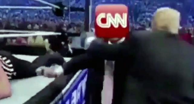 Un frame del video postato sul profilo twitter di Donald Trump in cui il presidente manda ko un uomo con il volto coperto dal logo del network. +++ ATTENZIONE LA FOTO NON PUO' ESSERE PUBBLICATA O RIPRODOTTA SENZA L'AUTORIZZAZIONE DELLA FONTE DI ORIGINE CUI SI RINVIA +++