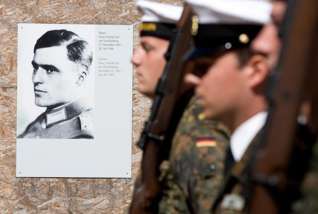 epa03794344 A German Armed Forces honor guard stands next to a portrait of Claus Schenk, Count of Stauffenberg during a wreath laying ceremony to commemorate the victims of the Nazi regime at the German Resistance Memorial at the Bendlerblock, in Berlin,†Germany, 20 July 2013. Several events are taking place on 20 July 2013 to commemorate the restistance fighters, including Claus Schenk, Count of Stauffenberg who planted the bomb, that were executed at the Bendlerblock building after the failed assassination attempt on Nazi dictator Adolf Hitler on 20 July 1944.  EPA/JOERG CARSTENSEN