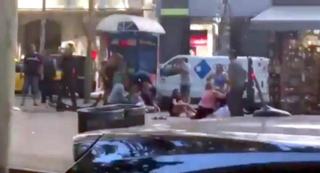 ++ Furgone contro la folla sulla Rambla a Barcellona ++
