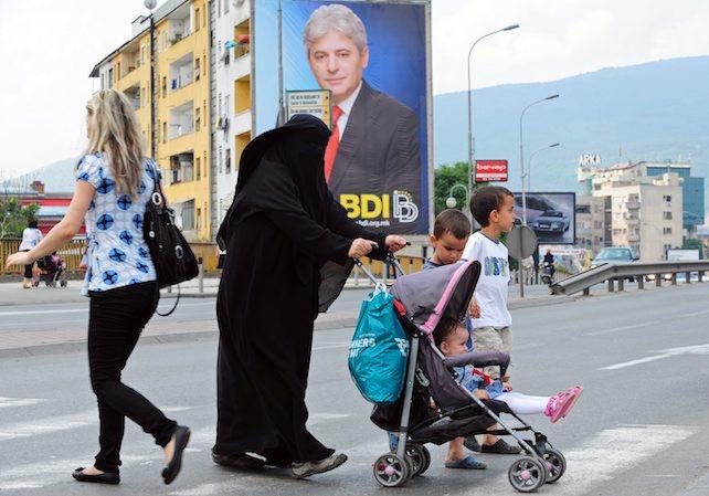 donna musulmana burqa ansa