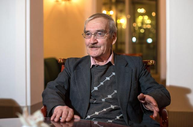 epa03586002 Stanislav Petrov, retired Soviet Lieutenant-Colonel, speaks during an interview in a hotel in Dresden, Germany, 15 February 2013. The former Russian soldier is credited with preventing a nuclear war on 25 September 1983 between the superpowers. He judged an early warning system that erroneously detected a missile launch from the United States to be a false alarm and thereby is thought to have averted a nuclear holocaust. On 17 February he will be presented the Dresden Peace Prize.  EPA/OLIVER KILLIG