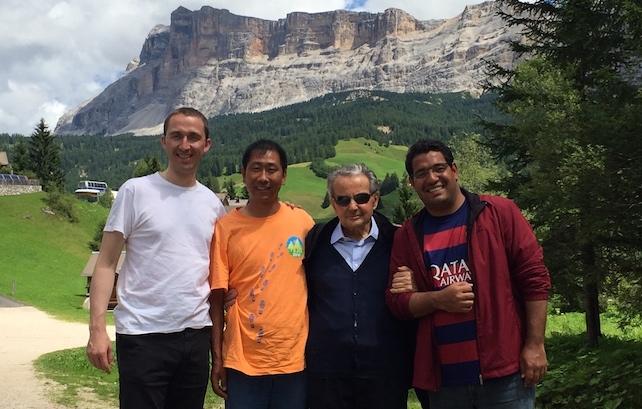 Il cardinale Carlo Caffarra con alcuni amici sacerdoti in vacanza in Val Badia
