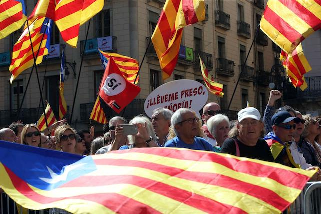 epa06208217 People take part the in a march with several Mayors of Catalonia to the Generalitat seat, in Barcelona, Spain, 16 September 2017, to support the region's independence referendum. The Catalan independence referendum scheduled for 01 October was suspended by the Spanish Constitutional Court and agreed upon to hear arguments to determine if it violates the Spanish Constitution which states that the nation is 'indivisible'.  EPA/TONI ALBIR