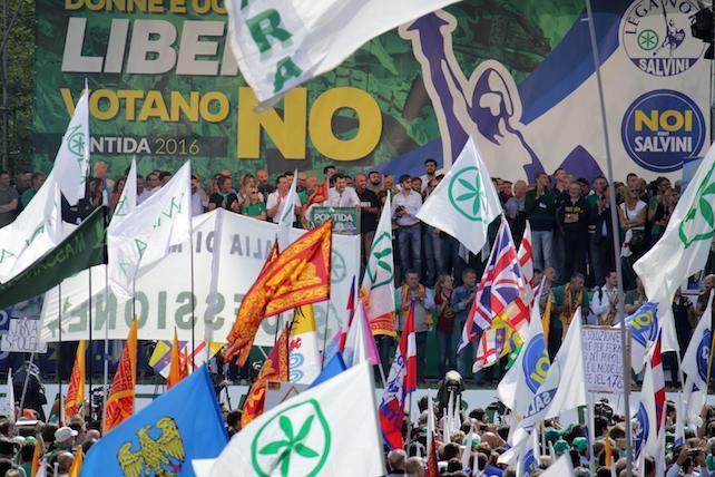 Lega: Salvini, prima ci liberiamo da Ue e poi federalismo