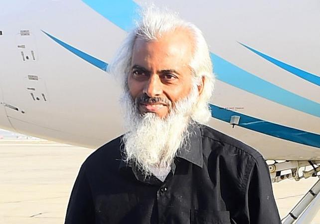 Indian priest, Father Tom Uzhunnalil, who was kidnapped in Yemen, disembarks a plane after he was freed and arrived in Muscat, Oman, 12 September 2017. Father Tom Uzhunnalil was abducted during an attack on a charity care home in the Yemeni port city of Aden in March 2016.  ANSA/HAMID AL-QASMI ALTERNATIVE CROP