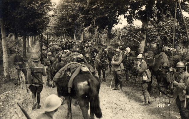 WWI_-_Battle_of_Caporetto_-_New_Italian_Line_at_the_Piave_River_-_Lancers_await_their_orders_near_Fossalta