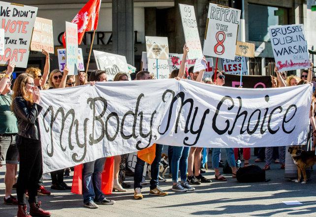 aborto-protesta-bruxelles-contro-irlanda-ansa