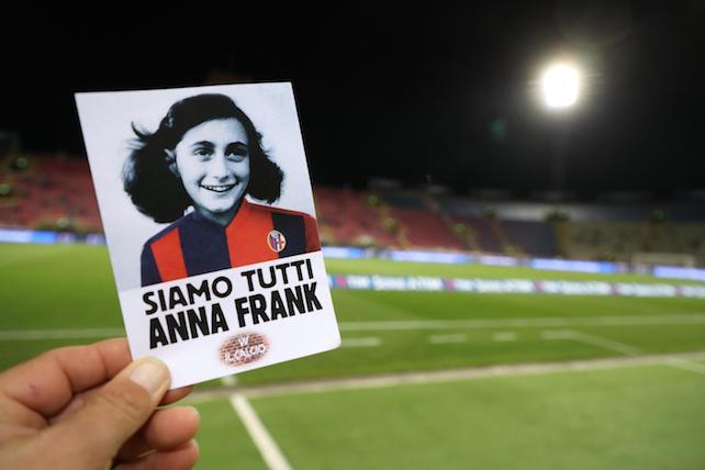 'No all'antisemitismo',Lazio a Bologna con maglia Anna Frank