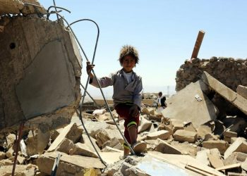 epa05522297 A Yemeni child stands over the rubble of a destroyed house targeted by an alleged Saudi-led airstrike in Bait Marran district, Sana'a province, Yemen, 03 September 2016. According to reports, at least nine Yemenis, including five children, were killed and two others injured when an alleged Saudi-led airstrike targeted their house in the northern vicinity of the rebel-held Sana'a, as the Saudi-led military coalition intensifies airstrikes on several cities across Yemen.  EPA/YAHYA ARHAB