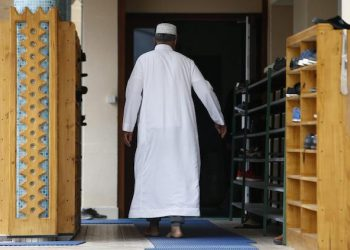 epa05443414 Worshippers arrive for prayer at the Yahya mosque in Sotteville-Les-Rouen near Saint-Etienne-du-Rouvray, France, 27 July 2016. According to reports, two hostage takers were killed by the police after they took hostages at a church in Saint-Etienne-du-Rouvray near Rouen. One of the hostages, a priest was killed by one of the perpetrators.  EPA/IAN LANGSDON