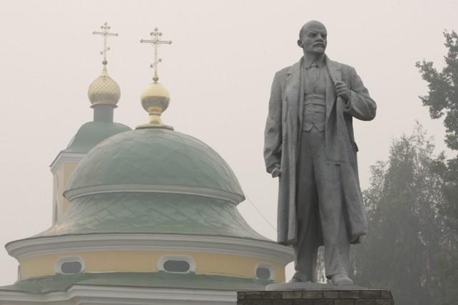 lenin-statua-chiesa-ortodossa-ansa
