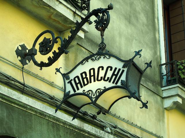 tabaccaio-shutterstock_630512006