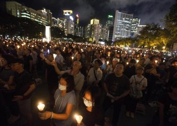 epa06784824 Participants attend the annual candlelit vigil commemorating the 1989 Beijing Tiananmen Square massacre at Victoria Park in Hong Kong, China, 04 June 2018. Thousand of people gathered to demand the vindication of the June 04 pro-democracy student movement of 1989 in Beijing, the end of one-party rule in China and paid tribute to Chinese dissident and Nobel laureate Liu Xiaobo, who died in custody in 2017. Hong Kong, along with Macau, is the only place on Chinese soil where such a vigil is allowed.  EPA/ALEX HOFFORD