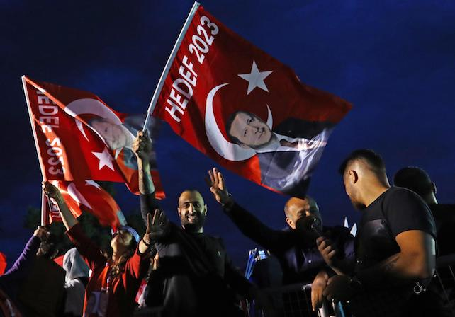 epa06837367 Supporters of Turkish President Erdogan celebrate after closing voting for the Turkish presidential and parliamentary elections in front of Erdogan's palace in Istanbul, Turkey, 24 June 2018. Some 56.3 million registered citizens voted in snap presidential and parliamentary elections to elect 600 lawmakers and the country's president, the first election since the Turkish people in a referendum in April 2017 voted to change the country's system from a parliamentary to a presidential republic.  EPA/SEDAT SUNA