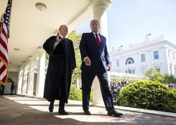 epa05901662 U.S. President Donald J. Trump (L) and Supreme Court Justice Anthony M. Kennedy (R) depart after Kennedy administered the judicial oath to Gorsuch in the Rose Garden of the White House in Washington, DC, USA, 10 April 2017. The Senate confirmed Judge Gorsuch on 07 April after a 14-month battle to replace the seat vacated by the death of Judge Antonin Scalia.  EPA/JIM LO SCALZO