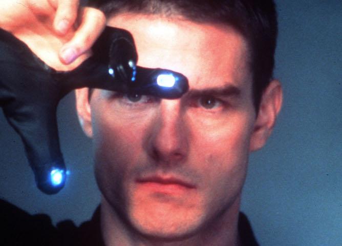 """20020925 - ROMA - SPE: CINEMA: PRIME;  """" MINORITY REPORT """" .    Tom Cruise (D) e Samantha Morton in una scena di  """" Minority Report """" , il film di Steven Spielberg ambientato nell' anno 2054 a Washington in uscita il 20 settembre nelle sale cinematografiche italiane. 20Th ENTURY FOX / ANSA / ji"""