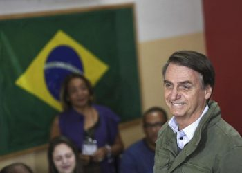 epa07126566 Far-right candidate of the Social Liberal Party (PSL) Jair Bolsonaro (R) votes at a polling station in Rio de Janeiro, Brazil, 28 October 2018. Brazilians are called to vote in the second round of the country's presidential elections, where far-right candidate Jair Bolsonaro is favorite to win in all surveys. Fernando Haddad of the Workers Party will face Jair Bolsonaro, of the Social Liberal Party (PSL) in the second round of voting.  EPA/RICARDO MORAES / POOL