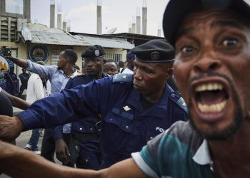 epa07275655 Police officers try to control supporters of DR Congo's defeated opposition candidate for the Presidential election Martin Fayulu after the rally in Kinshasa, Democratic Republic of the Congo, 11  January 2019. Another opposition candidate Felix Tshisekedi, the leader of the Union for Democracy and Social Progress (UDPS) party, was declared the winner on 10 January of the fraught elections. Fayulu has vowed to contest the result in court, according to reports.  EPA/HUGH KINSELLA CUNNINGHAM