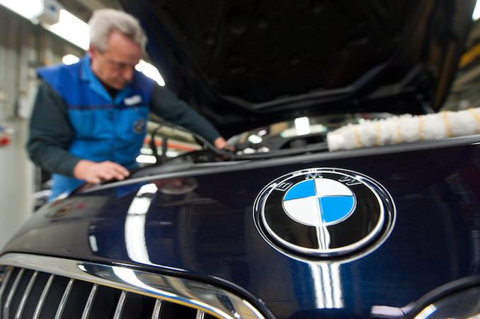 epa03178196 (FILE) A file picture dated 12 March 2012 shows an employee of car manufacturer BMW working on a car of the BMW 6 series at the BMW plant in Dingolfing, Germany. Boom times continue for BMW. The company sold 425,528 cars of the brands BMW, Mini and Rolls-Royce during the first quarter of 2012, a number never before achieved in the company's history.  EPA/ARMIN WEIGEL