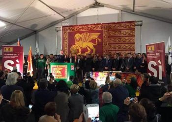 Il presidente della Regione Veneto, Luca Zaia, durante la Festa per autonomia a Treviso il 23 ottobre 2017, in una immagine tratta dal suo profilo Facebook. FACEBOOK LUCA ZAIA +++ATTENZIONE LA FOTO NON PUO' ESSERE PUBBLICATA O RIPRODOTTA SENZA L'AUTORIZZAZIONE DELLA FONTE DI ORIGINE CUI SI RINVIA+++