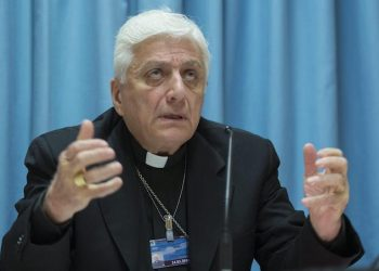 epa05213955 Antoine Audo, Chaldean Bishop of Aleppo, speaks during a press conference about the Situation in Syria, in Geneva, Switzerland, 16 March 2016.  EPA/MARTIAL TREZZINI