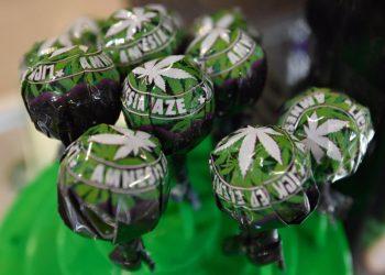 Lecca-lecca alla cannabis