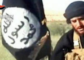 Un foreign fighter dell'Isis in un filmato dei carabinieri del Ros