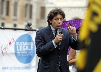 Marco Cappato raccoglie firme per la legalizzazione dell'eutanasia