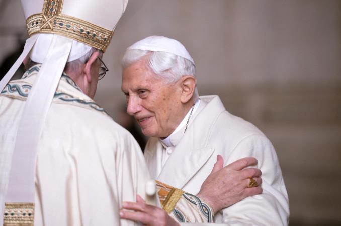 Papa Benedetto XVI con papa Francesco