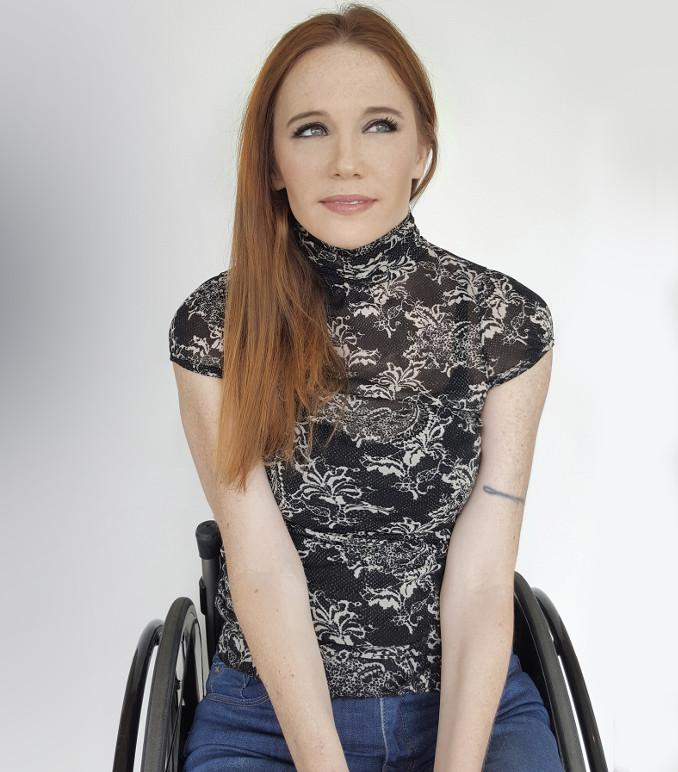 La modella neozelandese Claire Freeman