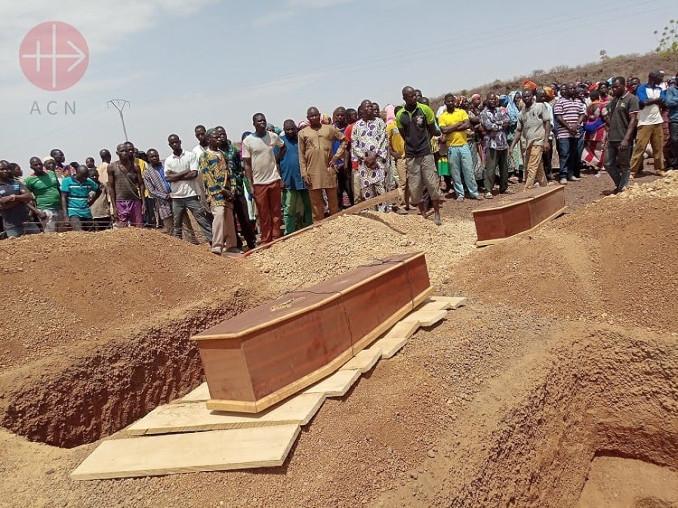 Funerali delle vittime dei terroristi islamici in Burkina Faso