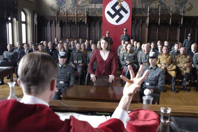 Sophie Scholl a processo nel film La Rosa Bianca