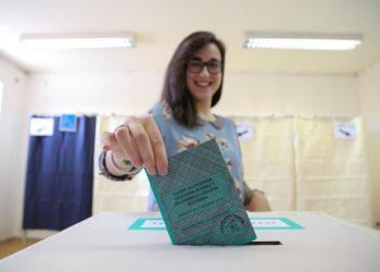 Voto al seggio per le elezioni regionali in Umbria