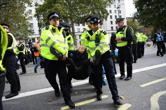Manifestante di Extinction Rebellion arrestato a Londra
