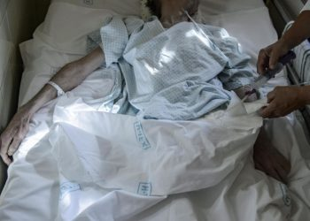 Paziente terminale assistito in un hospice
