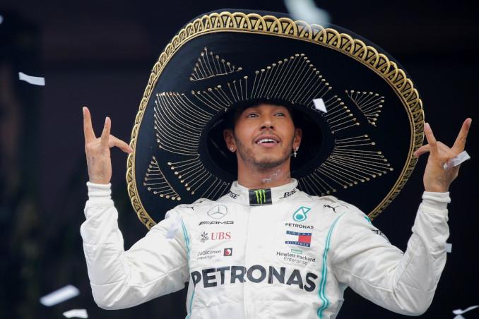 Lewis Hamilton sul podio del Gran Premio del Messico
